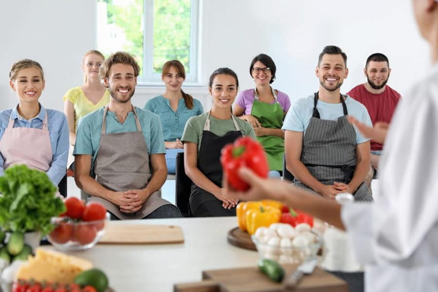 Tot mai multi Romani apeleaza la centre de formare profesionala