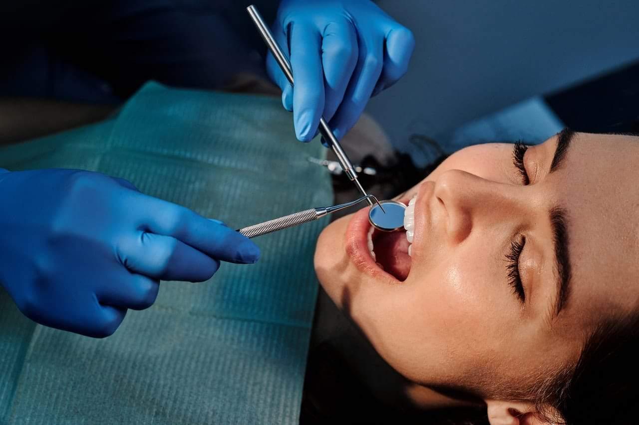 Cele mai întâlnite probleme dentare în rândul adulților